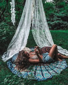 Lovely bohemian chillzone set up 😊 Mandala roundie, white curtains - Boho style on point! What does your chill set up look like? 😌 pic via… Bohemian Photography, Girl Sleeping, Boho Life, Tumblr, White Curtains, Weekend Vibes, My Dream Home, Girl Photos, Bohemian Style