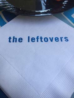 Sou dessas que leva guardanapo de festa pra casa. Mas como resistir a este do almoço que a HBO deu para promover a série The Leftovers?! Eu sempre quis fazer uma festa de niver com pratos preparados com sobras de comida, que é exatamente o que a palavra significa. Não podia perder esta de jeito nenhum! 😃