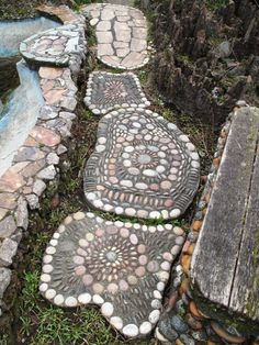 River rock stepping stones art creation at walker rock garden in seattle Mosaic Rocks, Mosaic Stepping Stones, Pebble Mosaic, Stone Mosaic, Rock Mosaic, Pebble Stone, Garden Stones, Garden Paths, Garden Art