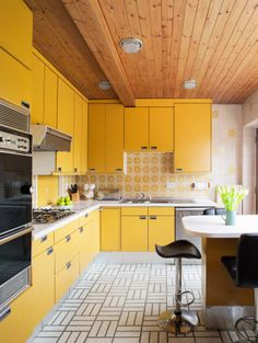 Poggenpohl Kitchen from 1977 - The appliances have been updated, the units have needed nothing more than some new door hinges, which were su...