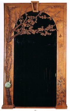 Emile Gallé:  Glace de cheminée réalisée pour la salle à manger Henry Vasnier, à décor de merisier et flore champenoise. Gourde en verre incluse dans la marquetterie et sculpture.
