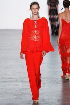 See the complete Tadashi Shoji Spring 2017 Ready-to-Wear collection.