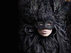 czarna kobieta w masce