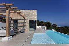 Modern beach house located in Denia, Spain, designed in 2016 by Antonio Altarriba Comes. Interior And Exterior, Interior Design, Sitges, Garden Features, Concept Architecture, Cladding, Beach House, Pergola, Patio