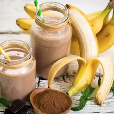 Een frisse smoothie na het sporten heeft nog altijd mijn voorkeur. Ik heb altijd de behoefte om iets te eten of te drinken. Deze bananen choco shake neem ik dan het liefst.