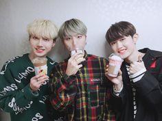 stan these adorable boys uwu 💗 Nara, Kpop Guys, Bias Wrecker, Ulzzang, Christmas Sweaters, Survival, Entertainment, Couple Photos, Mini