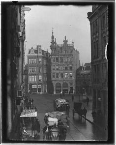 1900 In dit foto-overzicht zie je vanaf dezelfde bekende locaties foto's van Amsterdam rond 1900 en nu. In de meeste gevallen is er niet veel meer bijgekomen dan wat asfalt en een stoplicht, maar soms ken je het helemaal niet meer terug.