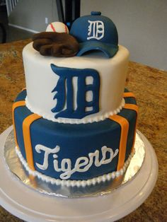 That's a cute cake. Very appropriate.  detroit tigers cakes - Google Search