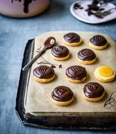 Jednostavan I Brz Recept Za Omiljene Jaffa Kekse - Fashion. Baking Recipes, Cookie Recipes, Dessert Recipes, Desserts, Bosnian Recipes, Torte Cake, Homemade Dog Treats, Oreo Cheesecake, No Bake Cake