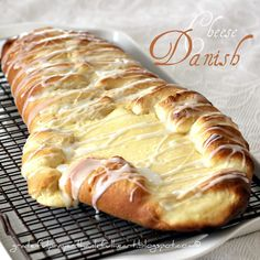 Made from my basic sweet-dough recipe, I filled this braided bread with cream cheese and a hint of lemon. Brunch Recipes, Breakfast Recipes, Dessert Recipes, Basic Sweet Dough Recipe, Cream Cheese Danish, Delicious Desserts, Yummy Food, Braided Bread, Bread Machine Recipes