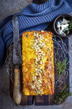 Cauliflower and Blue Cheese Loaf (low-carb and gluten-free) - food to glow Vegetarian Christmas Recipes, Vegetarian Recipes, Uk Recipes, Gluten Free Recipes, Veggie Christmas, Cooked Carrots, Organic Eggs, Cauliflower Cheese, Cheese Lover