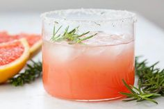 A refreshing pink gin Italian greyhound cocktail made with red or pink grapefruit juice, Aperol liqueur and a rim of fresh rosemary sugar. Cocktail Drinks, Fun Drinks, Yummy Drinks, Cocktail Recipes, Beverages, Spring Cocktails, Refreshing Drinks, Processco Cocktails, Cocktail Ideas