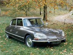 Citroen DS 23 IE The Citroën DS (also known as Déesse, or Goddess, after the punning initials in French) was an automobile produced by the French. Classic Sports Cars, Classic Cars, Chevrolet Bel Air, Chevrolet Corvette, Volvo, Vintage Cars, Antique Cars, Retro Cars, Psa Peugeot Citroen