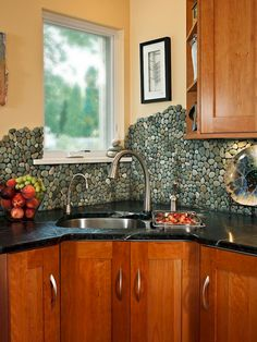 2. Add a spa-like atmosphere to your kitchen with stones scaling the wall.