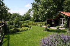 De landelijke tuin | TuinTuin Edible Garden, Go Outside, Flower Beds, Garden Inspiration, Garden Design, Outdoor Living, Golf Courses, Sidewalk, New Homes
