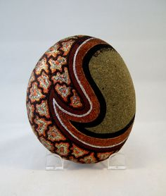 3 d art object hand painted rock signed numbered by ishigallery pietre pict Pebble Painting, Dot Painting, Pebble Art, Stone Painting, Rock Painting Ideas Easy, Rock Painting Designs, Painted Rocks Kids, Painted Pebbles, Painted Stones