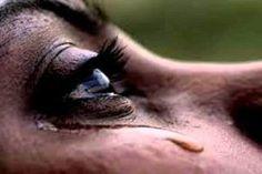 Le donne piangono di nascosto per non ammettere d'esser stanche morte…(Bellissima da leggere)
