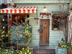 You could open a takeout cafe this size out of an old garage or tool shed. Small venues rock!