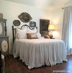 Classic and vintage farmhouse bedroom ideas 52