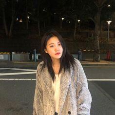 Seulgi, Kpop Girl Groups, Kpop Girls, Red Velvet イェリ, Korean Girl, Asian Girl, Kim Yerim, How To Pose, Jennie Blackpink