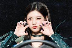 Yuehua Entertainment, Korean Celebrities, Kpop Girls, Over Ear Headphones, Makeup Tips, Girlfriends, Fitbit, Angel, Kpop Groups