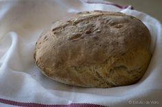 Esta receita de pão caseiro na Yammi é uma das mais simples e rápidas que já experimentei. Pode ser feito na Bimby, noutros robôs de cozinha ou mesmo à mão.