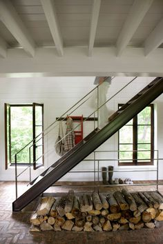 I like the steel stair Fitch Bay Cabin | HomeDSGN, a daily source for inspiration and fresh ideas on interior design and home decoration.