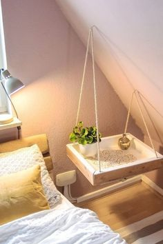 With this DIY bedside table your bedroom will be unique: floating bedside table in boho style Homemade bedside table! With this DIY bedside table your bedroom will be unique: floating bedside table in boho style Diys Room Decor, Bedroom Decor, Decor Ideas, Bedroom Ideas, Diy Projects For Bedroom, Diy Decoration, Bedroom Crafts, Decorating Ideas, Bedroom Wall