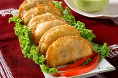 Easy Crescent Samosa (Indian Style Sandwiches): flaky crescent roll dough filled with carrots, peas & potatoes seasoned with Indian spices. Fast 25 minute #recipe. #vegetarian
