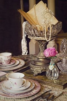 Totally gorgeous vintage wedding centerpieces and videos <3