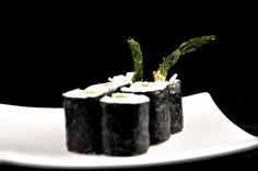 Sushi recept: Maki Tempura asperge http://food-blogger.com/nl/recepten/sushi-recept-maki-tempura-asperge/  Een simpele, maar zeer smakelijke sushi. Een traditionele Maki met een heerlijke gefrituurde groene asperge in Tempura beslag. Ook voor niet-vegetariërs is deze Maki de moeite waard om te proberen. Het is trouwens ook erg lekker om de Tempura asperges te combineren met andere ingrediënten... http://food-blogger.com/nl/wp-content/uploads/sites/2/2013/08/sushi-recept-