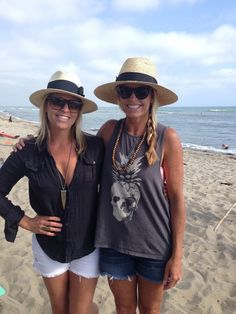 Fashion Flash: Beach Style Fabulous! Find out what this week's #mamacrush is wearing and wear to purchase here:   http://breezymama.com/2014/05/28/fashion-flash-beach-style-fabulous/ #motherhood #beach  #style #fashion #moms