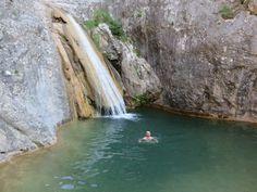Un bañito en la Gorguina de heladas aguas. Tourism, Earth, River, Outdoor, Waterfalls, Places To Go, Beautiful Places, Hiking Trails, Walks