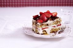 Unser beliebtes Rezept für Cantuccini-Tiramisu mit Erdbeeren und mehr als 55.000 weitere kostenlose Rezepte auf LECKER.de.