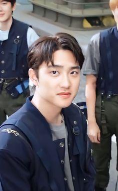 "mimoo 🍑˚◞ on Twitter: ""ปรับชัดๆ ก็คือโอเคนัมเบอร์วัน ;-; ผมยาวในรอบหลายปี หล่อมาก หล่อที่สุด หล่อขนาดนี้ได้ยังไง 🥺🥺🥺🥺… "" Kyungsoo, Exo For Life, Exo Official, Chansoo, Exo Do, Do Kyung Soo, Relatable Tweets, Attractive Guys, Chinese Boy"