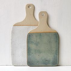 I have loads of boards drying and more to be making ཾ ཾ ཾ ཾ ཾ ཾ ཾ thesupersparrow ceramics pottery tableware foodie rustic… Slab Pottery, Pottery Wheel, Ceramic Pottery, Pottery Art, Thrown Pottery, Pottery Painting, Beginner Pottery, Pottery Ideas For Beginners, Pottery Courses