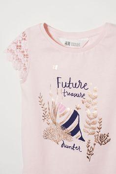 Top with Lace - Light pink - Kids Kids Girls Tops, H&m Kids, Shirt Print Design, Shirt Designs, Ww Girl, Printed Shirts, Graphic Shirts, Kids Shirts, T Shirts For Women
