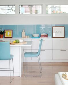 Küchenrückwand aus Glas - der moderne Fliesenspiegel sieht so aus - http://freshideen.com/kuchen/glas-kuechenrueckwand-fliesenspiegel-glas.html