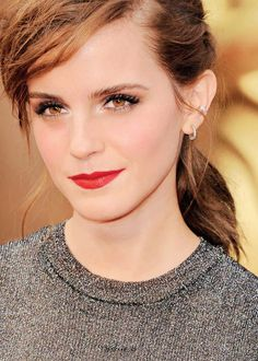 Emma Watson's red carpet hair & make-up (with her metallic Vera Wang top and skirt) for the 2014 Academy Awards.