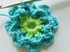 Alles over haken en andere kleurige creaties! All about crocheting and other colorful creations! Crochet Pillow, Diy Crochet, Crochet Ideas, Crochet Flowers, Crochet Projects, Needlework, Free Pattern, Crochet Earrings, Crochet Patterns