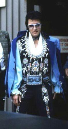 Leaves Hotel To Perform At Nassau Coliseum - June 22, 1973