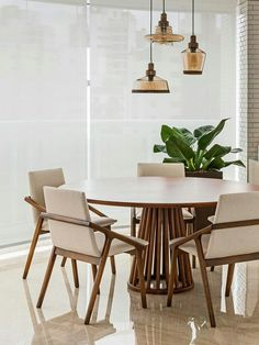 Chairs/table, plant, lamps