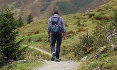 Both trekking and hiking are outdoor activities that have dissimilarities in a few aspects. Delve into this trekking vs hiking comparison to learn their advantages and whom they are suitable for. Last Minute Reisen, Cap Corse, Excursion, Peak District, Backpacker, Camping Hacks, Camping Gear, Outdoor Camping, Outdoor Life