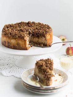 Mehevä Uuniomenajuustokakku Kauramurulla Sweet And Salty, Mellow Yellow, Something Sweet, Desert Recipes, Let Them Eat Cake, Baked Goods, Cake Recipes, Cake Decorating, Sweet Treats