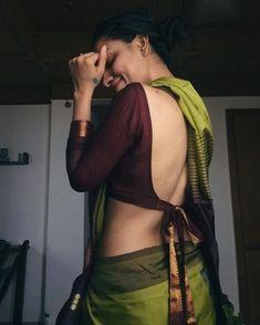 🤩😎😏😰😀🎓🥽☺️👞 Blouse Back Neck Designs, Simple Blouse Designs, Bridal Blouse Designs, Saree Blouse, Sari, Saree Jackets, Dress Indian Style, Saree Look, Elegant Saree