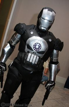 Character: Iron Punisher (Frank Castle) / From: MARVEL Comics 'Iron Man' & 'Punisher' / Cosplayer: cltbat / Photography: Michael Iacca / Event: Dragon Con 2009