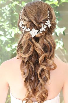 Great 80+ Beautiful Hairstyle Idea For Your Wedding https://weddmagz.com/80-beautiful-hairstyle-idea-for-your-wedding/