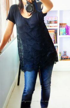 Super easy turns an ordinary t-shirt into great lacey tunic, still shows peeks of form fitting T underneath lace tshirt diy. Add section of stretchy lace. Shirt Refashion, T Shirt Diy, Tee Shirt, Diy Clothing, Sewing Clothes, Refashioned Clothing, Diy Camisa, Sewing Tutorials, Sewing Patterns
