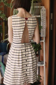 Black and white stripped dress Pretty Outfits, Pretty Dresses, Look Retro, Simple Dresses, Playing Dress Up, Dress Patterns, Summer Outfits, Summer Dresses, Style Me