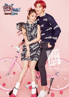 """Le chanteur Chanyeol, membre des EXO, a récemment réalisé une séance photo avec l'actrice qui l'accompagne dans le film""""So I Married An Anti-Fan"""", Mabel Yuan, pour le magazine de mode chinois Yi Zhou Femina. Nous retrouvons les deux artistes dans un univers très rose, posant comme un jeune couple heureux. Des clichés de Chanyeol seul …"""